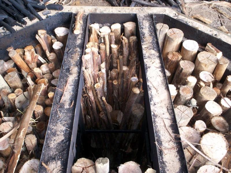 http://fornocarvao.com.br/a4gallery/a4gallery_images/madeira.e.carvao.jpg